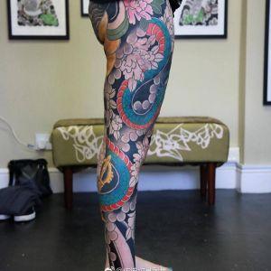 传统花腿牡丹蛇纹身图案