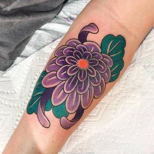 小臂newschool紫色菊花纹身图案