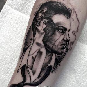 手臂黑灰风人物肖像纹身图案