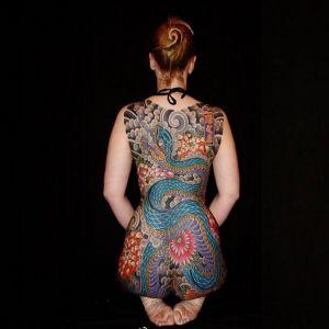 传统满背菊花蛇纹身图案