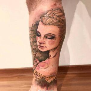 小腿水墨风美女肖像纹身图案