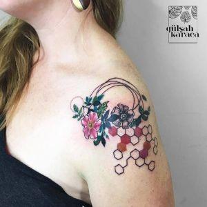 肩部小清新花纹身图案