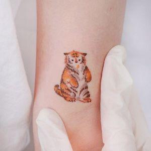 手臂小清新可爱老虎纹身图案