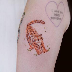 大臂小清新老虎纹身图案