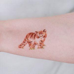 手臂小清新老虎纹身图案