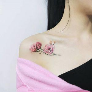 肩部锁骨小清新玫瑰花纹身图案