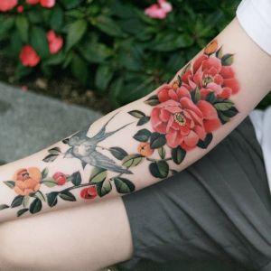 花臂小清新牡丹花燕子纹身图案