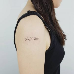 大臂小清新英文纸飞机纹身图案