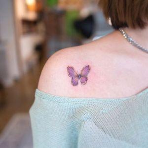 肩部小清新蝴蝶纹身图案