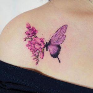 肩部小清新花蝴蝶纹身图案