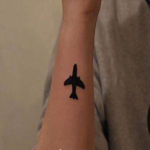 小臂小清新飞机文身图案
