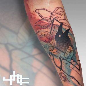 手臂小清新点刺风乌鸦纹身图案