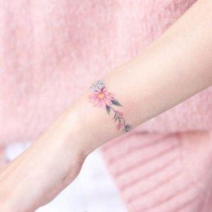手腕小清新花环纹身图案