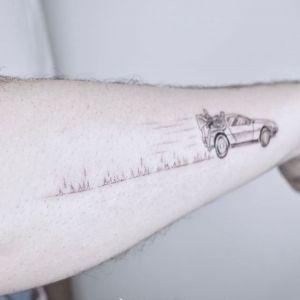 手臂小清新黑灰风汽车纹身图案