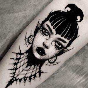 小腿点刺风黑灰风美女人物纹身图案