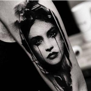 大臂点刺风黑灰风美女人物纹身图案