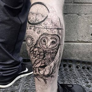 小腿点刺风黑灰风猫头鹰纹身图案