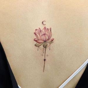 背部小清新莲花纹身图案