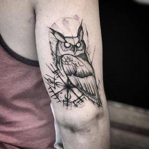 大臂点刺风黑灰风猫头鹰纹身图案