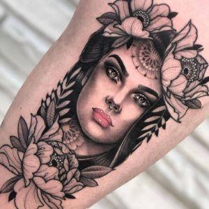 腿部点刺风美女人物纹身图案
