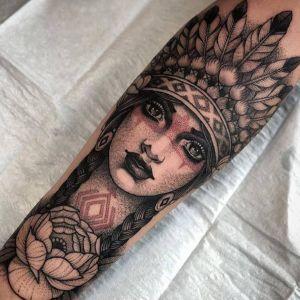 手臂点刺风黑灰风美女人物花纹身图案