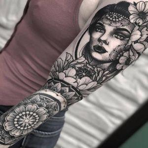 花臂点刺风黑灰风美女人物曼陀罗花纹身图案