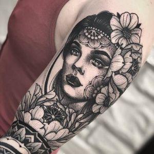 大臂点刺风黑灰风美女人物花纹身图案