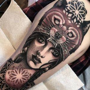 大臂点刺风美女人物纹身图案
