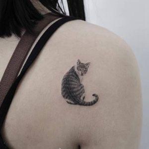 背部小清新黑灰风猫咪纹身图案