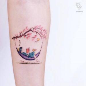手臂小清新桃花人物纹身图案