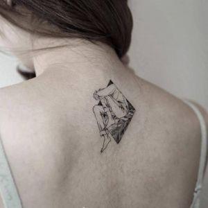 背部小清新黑灰风纹身图案