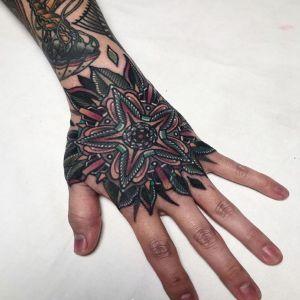 手背传统曼陀罗纹身图案