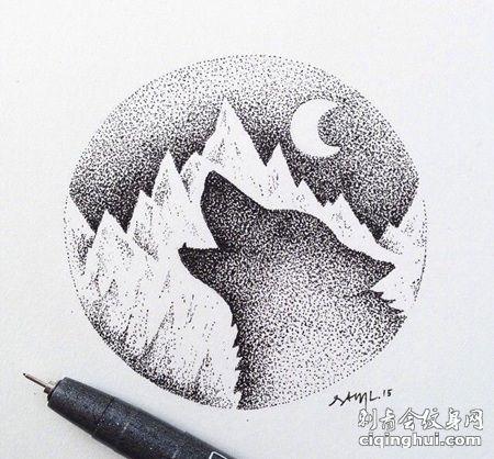 创意狼头和山脉月牙纹身手稿
