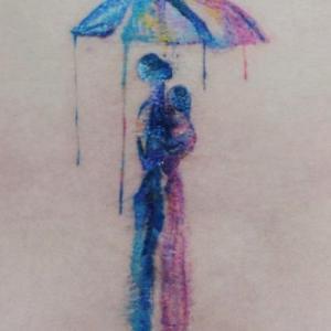 水彩雨中情侣伞下拥抱纹身手稿图片