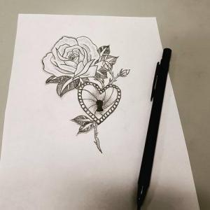 玫瑰爱心锁纹身手稿图片