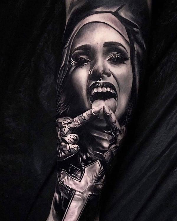 小臂修女纹身图片