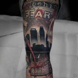大臂失落的城市纹身图片