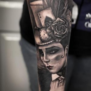 花臂小丑绅士纹身图片
