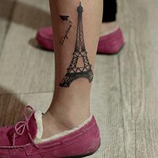 女生脚踝埃菲尔铁塔纹身图片