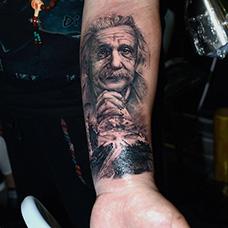 手臂爱因斯坦纹身图案