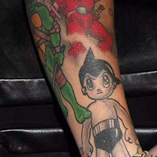 手臂阿童木纹身图案