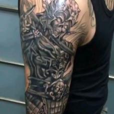 恐怖抽象的骷髅脸白起花臂纹身