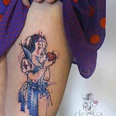 大腿有创意的白雪公主纹身图案