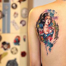 肩部白雪公主纹身图案