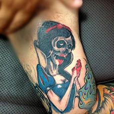 大臂恐怖白雪公主纹身图案