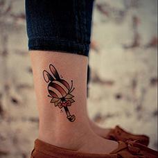 脚踝可爱的棒棒糖纹身图案