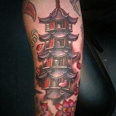 手臂宝塔纹身图片