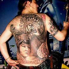 满背帅气的霸王别姬纹身图片