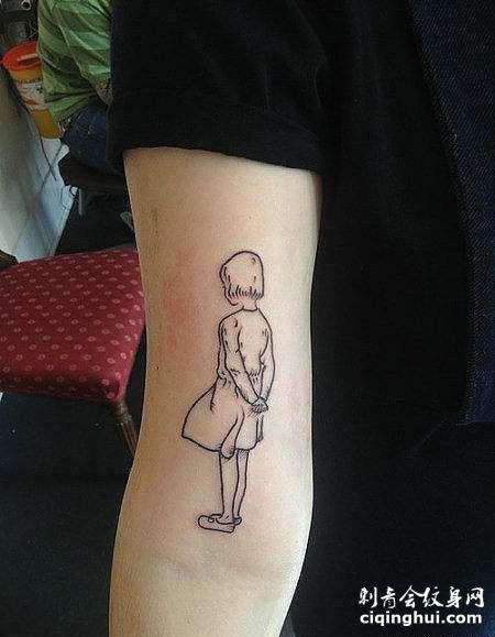 大臂素描背影纹身图案