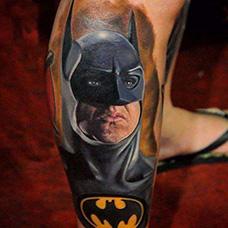 小腿帅气的蝙蝠侠纹身图案